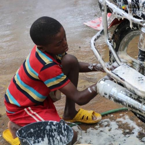 Le travail des enfants, tout près de nous.