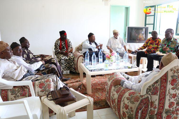 Sa Majesté Jean Felix Ntomp parle des charges politiques pour les chefs traditionnels et mbombog