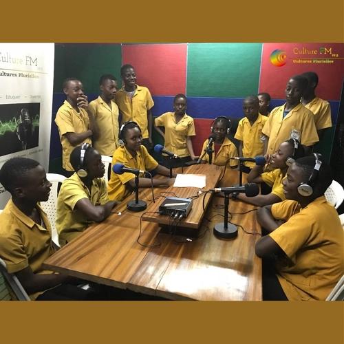 54e Fête Nationale de la Jeunesse: Des jeunes du Lycée d'Eséka visitent Culture FM